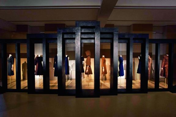MoMu Museum - MADAME GRÈS - Sculptural Fashion