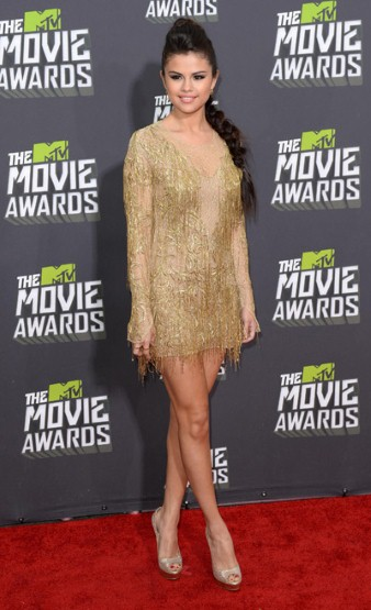 7Selena Gomez in Julien Macdonald
