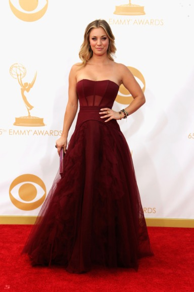 9Kaley Cuoco in Vera Wang