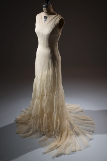 Augustabernard (attributed), gown, ivory tulle. 1934, USA (licensed French copy). The Museum at FIT, 93.71.4. Gift of Mrs. Jessie L. Hills