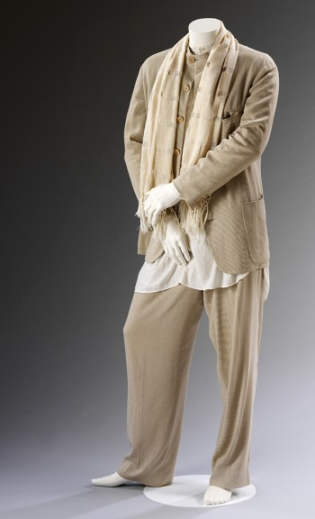 Man's ensemble, Giorgio Armani, Spring/Summer 1994. Museum no. T.106:1 to 4-2011. © Victoria and Albert Museum, London.