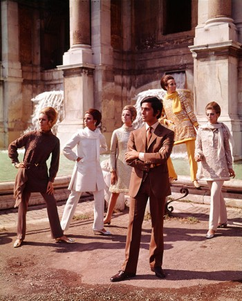 Valentino posing with models in Rome, July 1967. Courtesy of The Art Archive / Mondadori Portfolio / Marisa Rastellini.