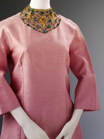 Pink palazzo pyjamas (detail), Irene Galitzine, 1963. Museum no. T.221&A-1974. © Victoria and Albert Museum, London.