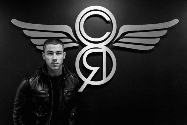 nickjonas-officevisit-hires-021-v2